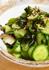 冥加と生姜が香る胡瓜とわかめの酢の物