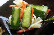生姜が効いてるキャベツと胡瓜の浅漬け