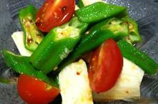 オクラと長いもとトマトのピリ辛サラダ
