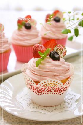 苺のデコレーションカップケーキ\u2042