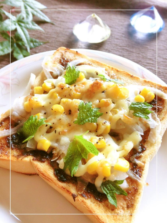 新玉葱×コーンの梅海苔ラー油トースト
