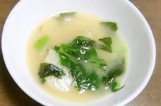 新じゃが+小松菜+わかめをお味噌汁の具に