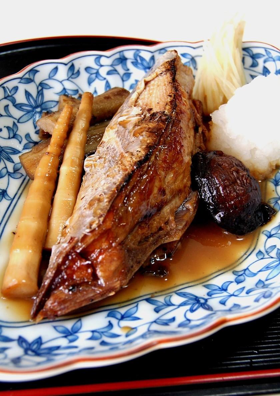 鮪カマトロの生姜煮
