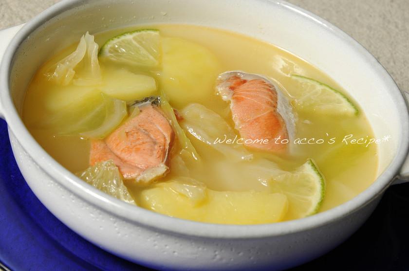 ロシア家庭料理『鮭とじゃがいものウハー』