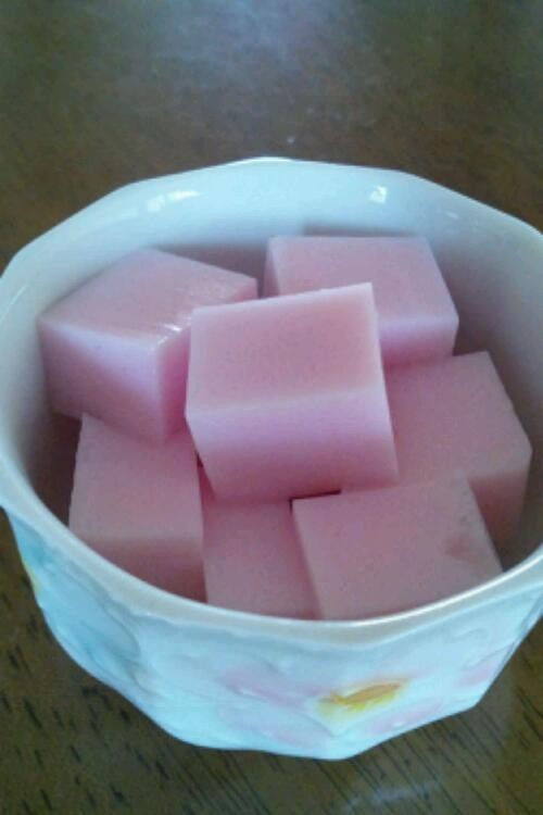 簡単冷たいデザート いちごミルク寒天