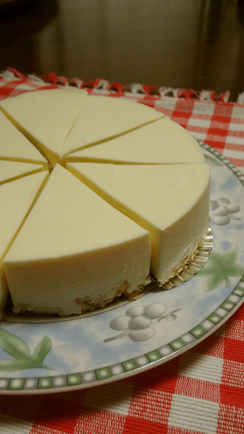 濃厚♪好評いただいてるレアチーズケーキ。