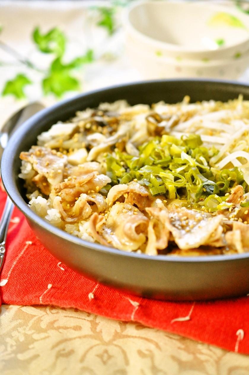 豚バラ&もやしのビビンバ風♫炊きこみご飯