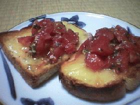 ガーリック味トマトのせチーズトースト