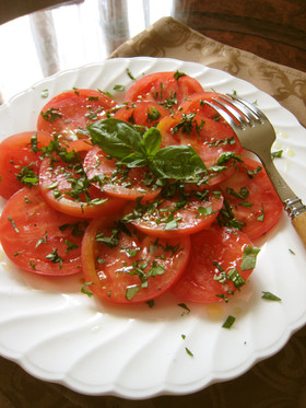 トマト&バジルのシンプルなサラダ。