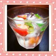 トマトとバジルの白サングリアの写真