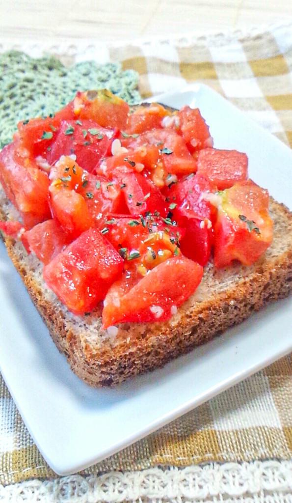 簡単ジュワッと♪塩麹トマトトースト