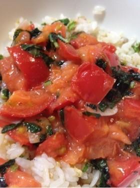 トマトと生バジルのジューシー丼