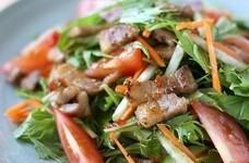 カリカリ豚と水菜のアジアンサラダ
