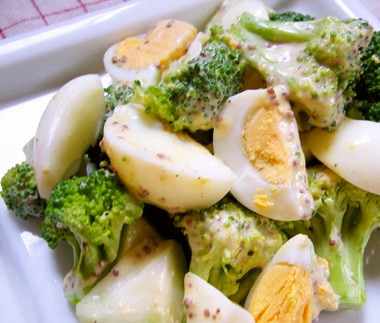 ブロッコリーとゆでたまごのサラダ