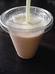 食欲ない朝に!バナナきな粉豆乳スムージーの写真