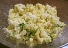 ゆで卵入りのポテトサラダ