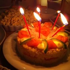 オニオン&サーモンの寿司ケーキ