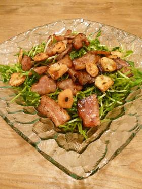 簡単✿豆苗とベーコンのガーリックサラダ