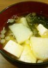 じゃがいもとわかめと豆腐のお味噌汁