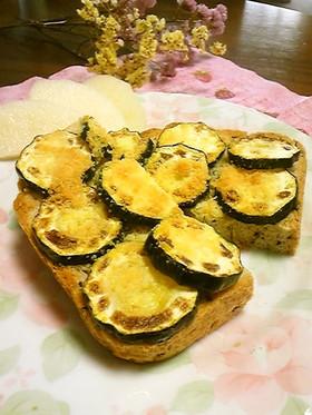 大好きズッキーニのチーズトースト♪