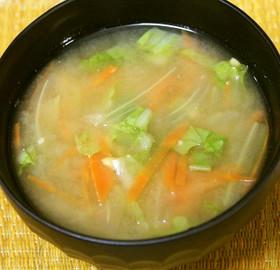 人参、白菜、納豆の味噌汁