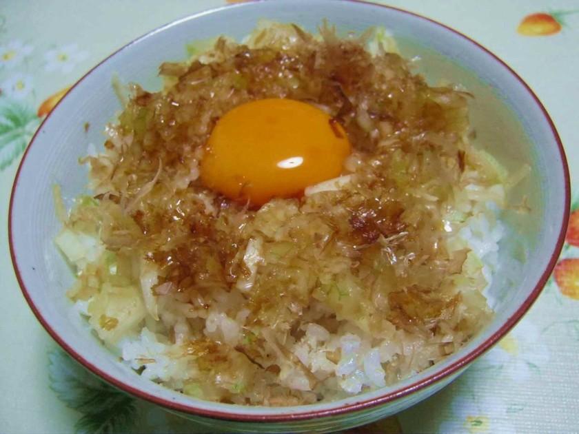 卵かけご飯には血液サラサラ効果の玉葱を