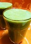 生プルーンと小松菜のグリーンスムージー