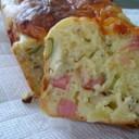 ビアソーセージとチーズのケークサレ