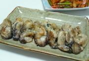 【冬になるとやっぱ牡蠣☆塩麹レモン炒め】の写真