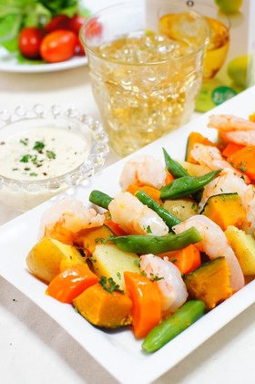 エビと彩り野菜のコーンドレッシングサラダ