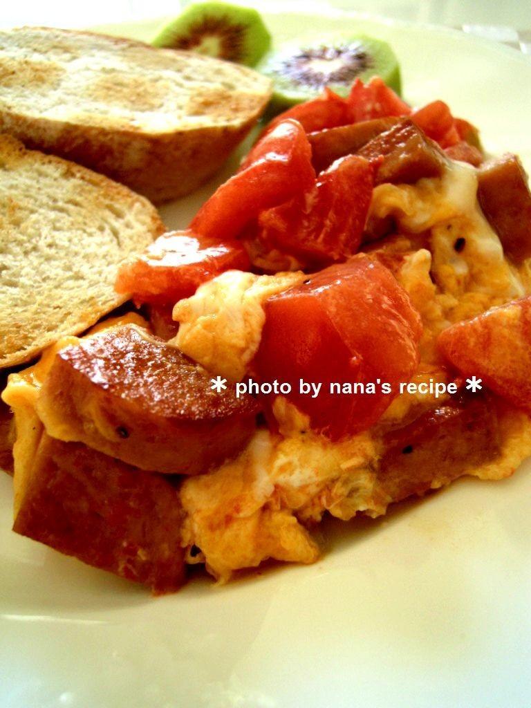 朝食に!スパムと卵とトマトの炒め物