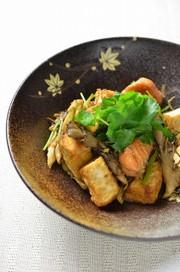秋鮭ときのこと厚揚げのしょうゆ香り焼きの写真