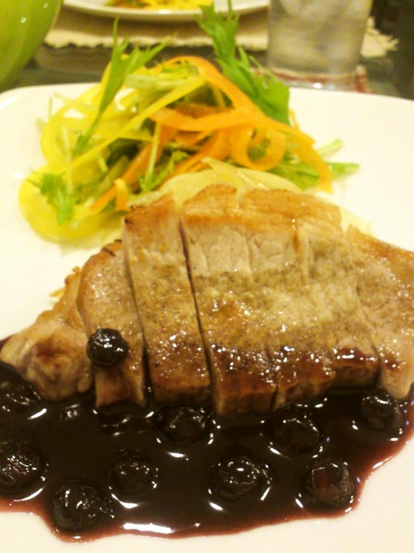 豚ロースステーキ~ブルーベリーソースで~