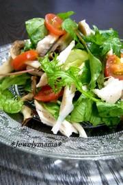 *ジューシー蒸し鶏と焼ききのこのサラダ*の写真