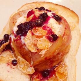 焼きリンゴのブルーベリーハニートースト