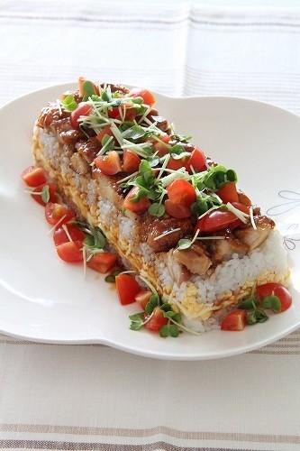 照り焼きチキンのカラフル押し寿司