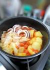 イカとじゃが芋とキャベツのトマト鍋