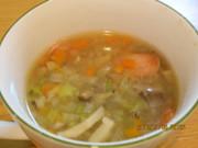 体を温める根菜類の野菜スープの写真