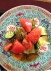 キュウリとトマトの熱々ドレッシングサラダ