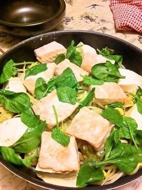 塩麹鮭と豆腐の蒸し鍋