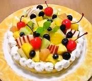 カットフルーツで簡単デコレーションケーキの写真