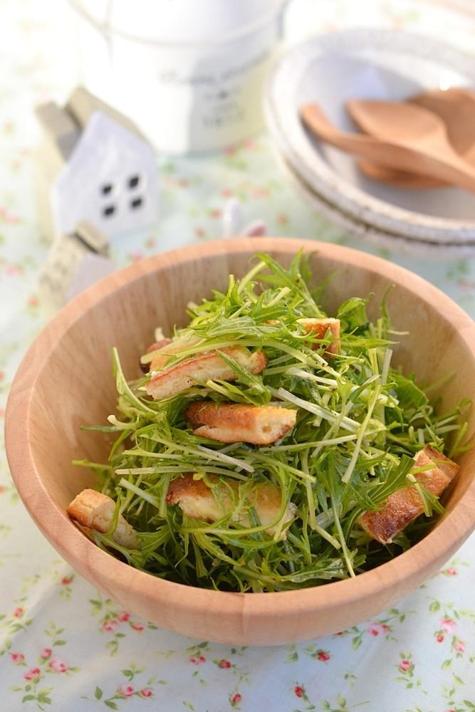水菜と油揚げのパリパリチーズサラダ