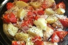 オーブンで簡単♪チキンじゃがトマト焼き♥