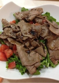 牛肉のサラダ、カルパッチョ風