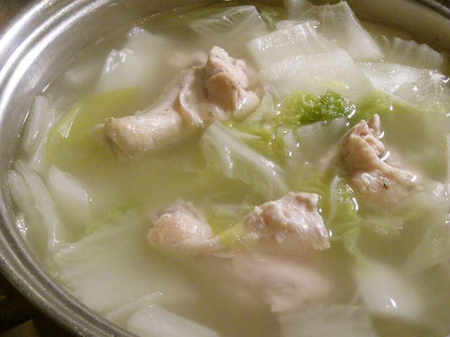 ポン酢でお手軽☆手羽元と白菜のポカポカ鍋