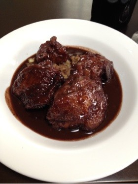 鶏肉の赤ワイン煮