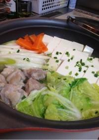 塩麹で絹ごしがネットリ湯豆腐に☆肉入り