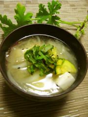 ズッキーニと新玉葱で作る初夏のお味噌汁の写真