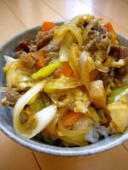 ランチ◎簡単♪牛こまと葱☆すき焼き風牛丼の写真