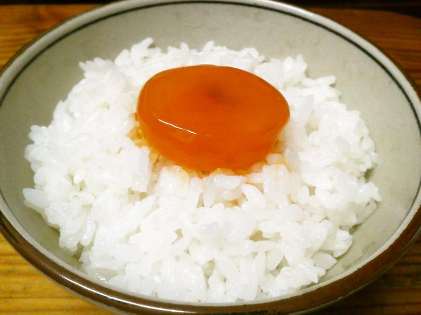 オレンジ鮮やか☆卵の黄身の醤油漬け